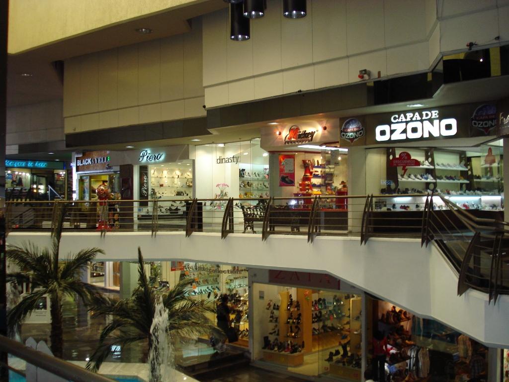 4308a94e En el aspecto más terrenal, los visitantes podrán realizar compras de  calzado, cinturones, bolsas y diversos artículos en la Zona Piel, donde se  reúnen más ...